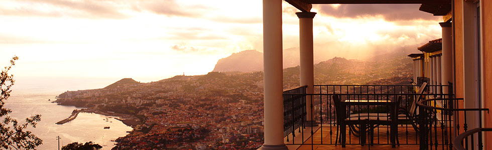 portugal-madeira-funchal-view_top_sunbirdie-longstay