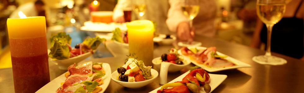 Läckra tapas, traditionell spansk mat i spanien - Sunbirdie