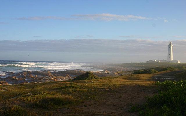Cape St. Francis strand fyr under longstay sydafrika | Sunbirdie