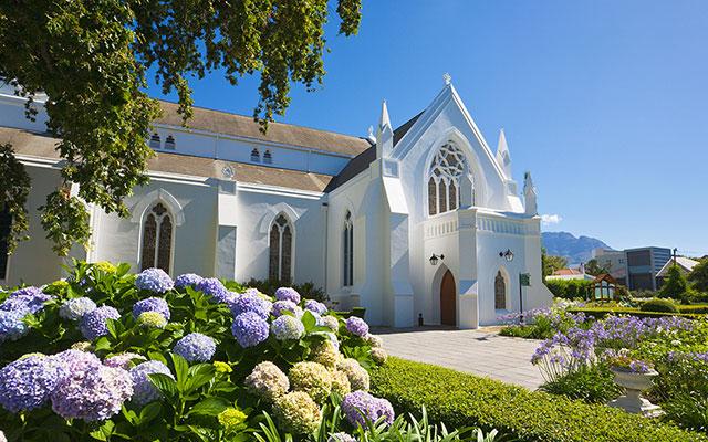 Vacker kyrka i Stellenbosch under longstay sydafrika | Sunbirdie
