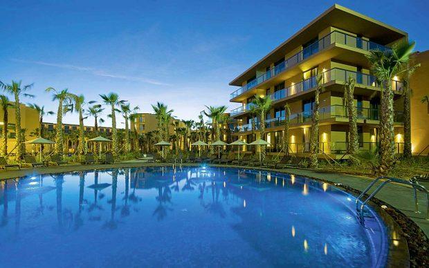 Salgados Palm Village Pool Sunbirdie