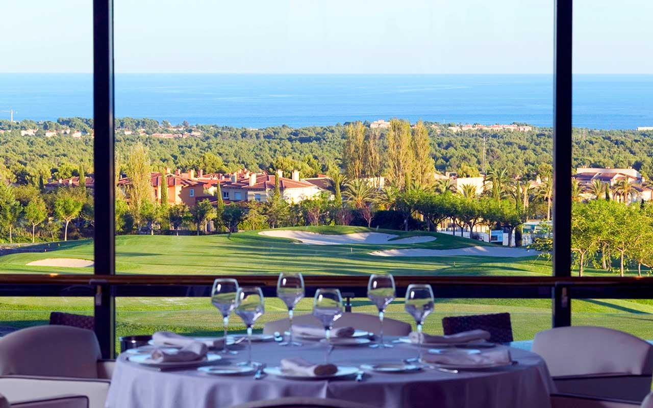 Nyt vakker utsikt og mat med short stay spania med Sunbirdie