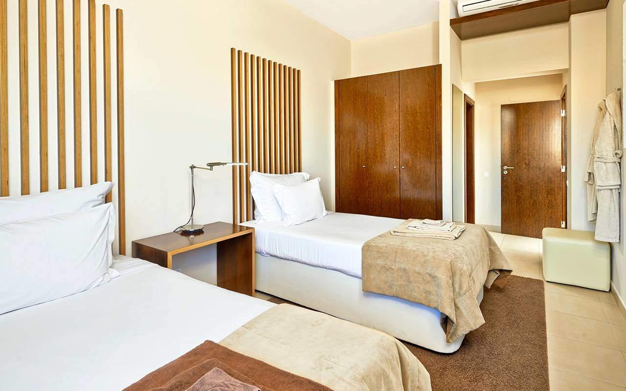 Bekvämt sovrum på Longstay Portugal Algarve | Sunbirdie
