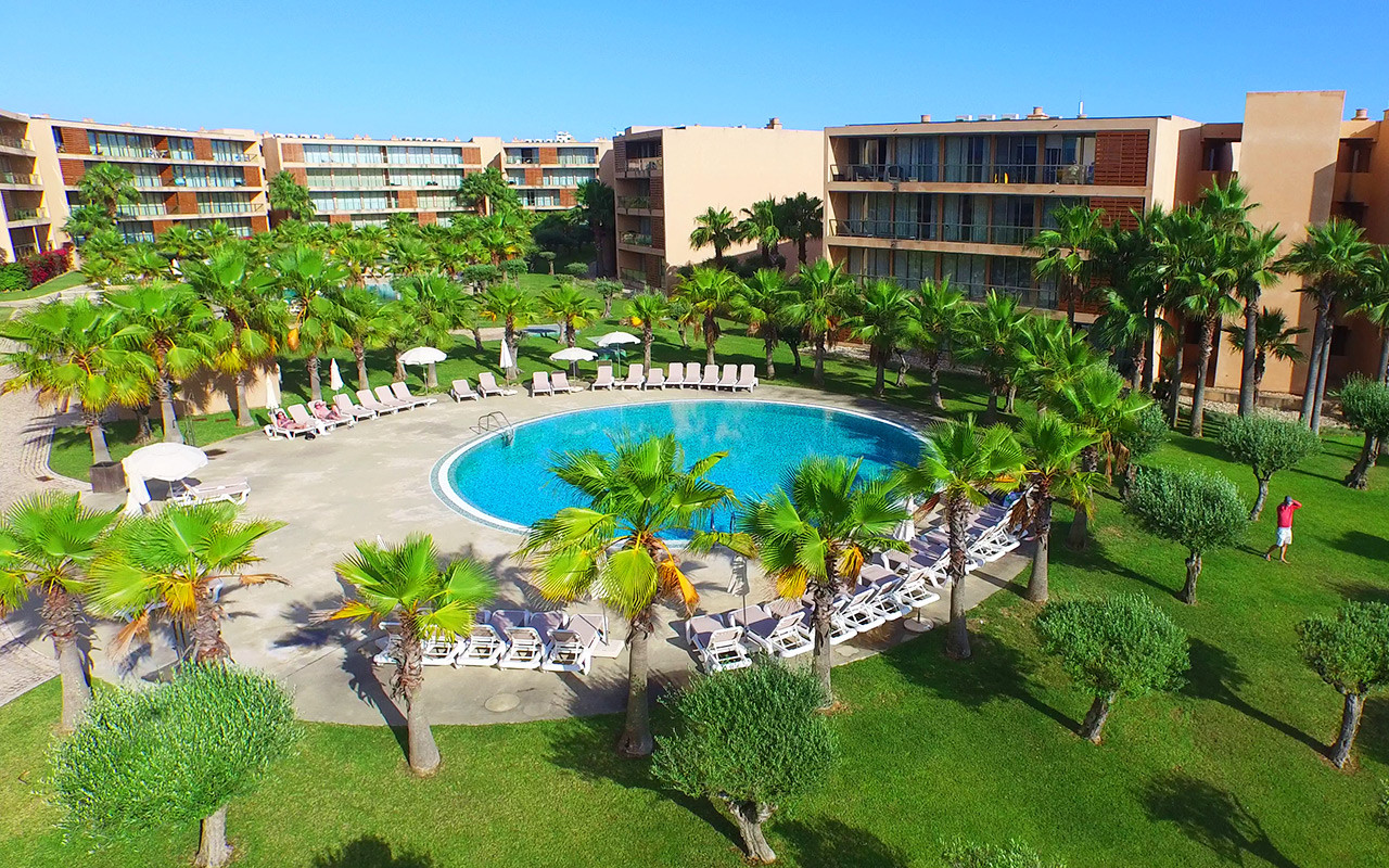 Short Stay Portugal med bassengside resort - Sunbirdie