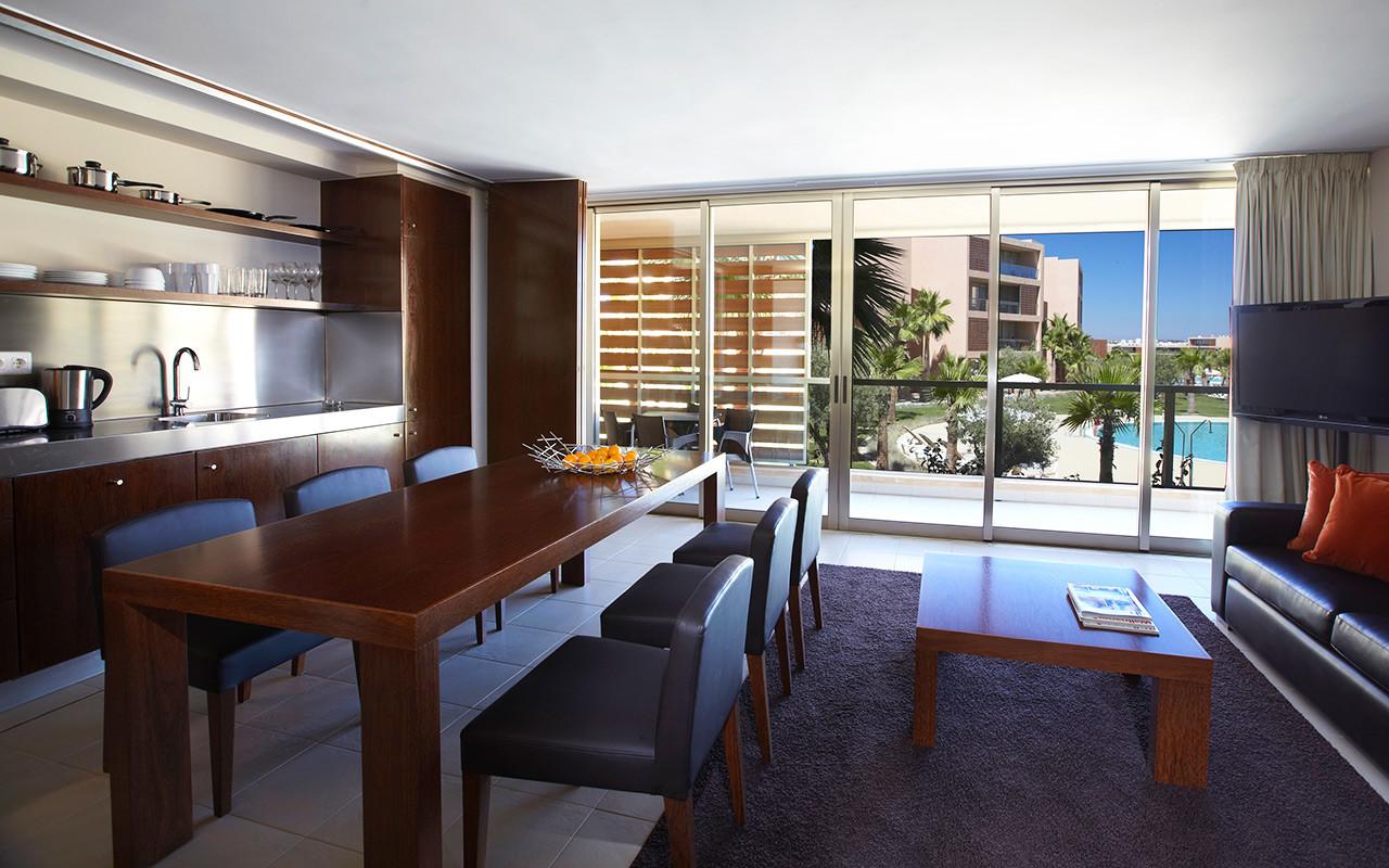 Stue og kjøkken på Short stay Portugal Algarve - Sunbirdie